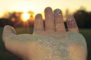 alegria-glitter-hand-pixie-dust-sunset-favim-com-46123
